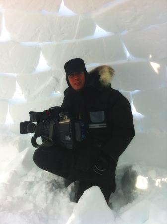 photo prise lors d'une compétition de construction d'igloo durant le winter festival dans le village de puvurnituq.